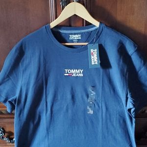 Nwt tommy jeans tshirt